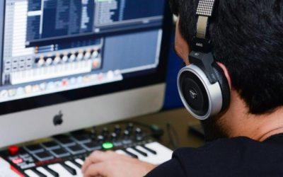 עבודה עם מחשב באולפן הביתי