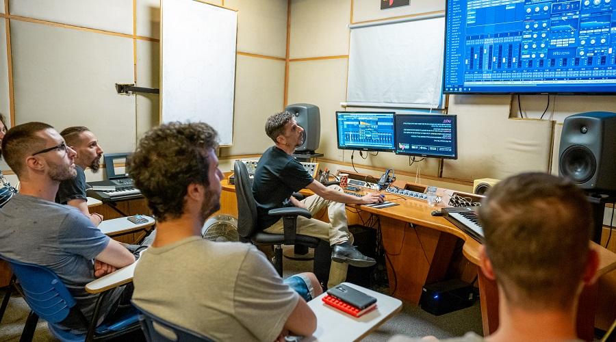 לימודי מוזיקה אונליין, היתרונות של לימודים מקוונים - בית ספר למוזיקה מיוזיק